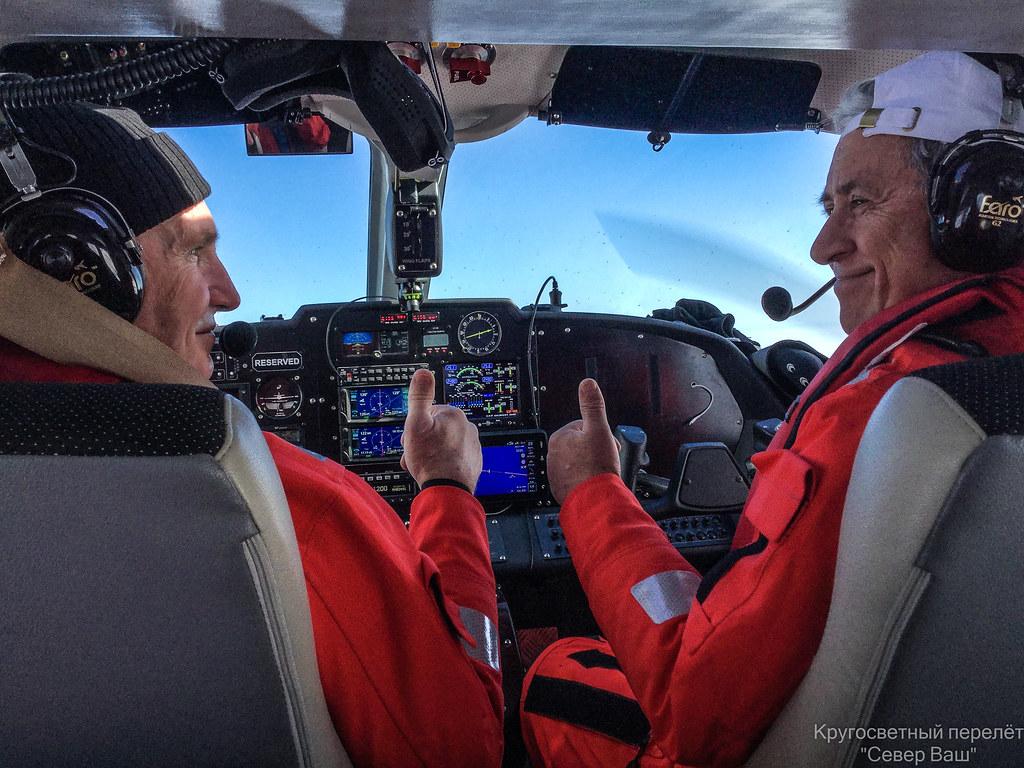 Токарев В.И. и Атьков О.Ю.  в кабине Ла-8 во время перелёта через Атлантический океан