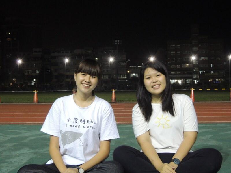 生科啦啦小隊長許宸瑄(左)、林筱嬡(右)。圖/徐珮華攝