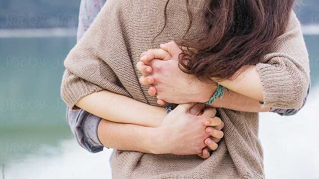 4853 9 Types of Hugs by your partner and what they actually mean 02