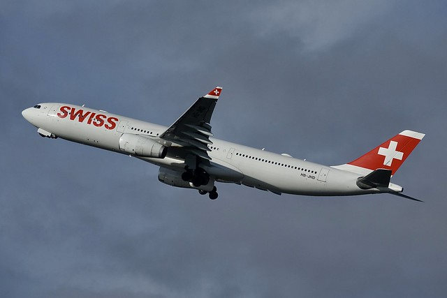 HB-JHD A330-343 Swiss, GVA2018-12-01, Sony DSC-RX10M3, Sony 24-600mm F2.4-4.0