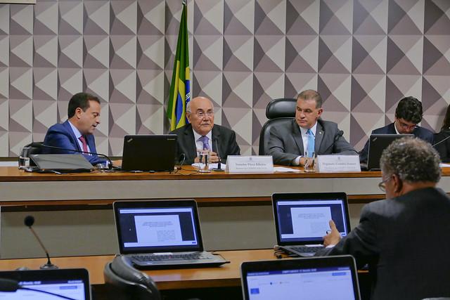 Comissão Mista da Medida Provisória (CMMPV) nº 846 de 2018, amplia recursos de loterias para cultura e esporte: realiza reunião para apreciação de relatório.<br><br>Mesa: deputado André Moura (PSC-SE); relator da MP 846/2018, senador Flexa Ribeiro (PSDB-PA); presidente da MP 846/2018, deputado Evandro Roman (PSD-PR).<br><br>Foto: Roque de Sá/Agência Senado