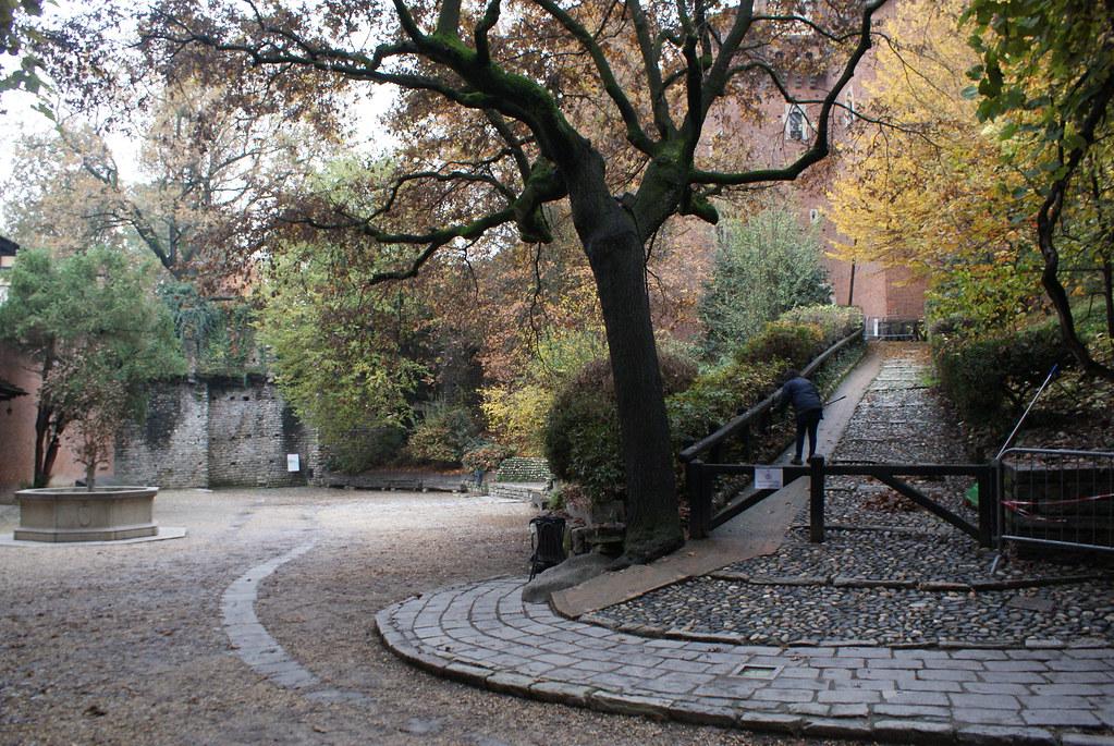 Petite place du Borgo Medievale de Turin.