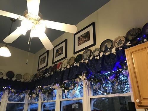 Kitchen window garland