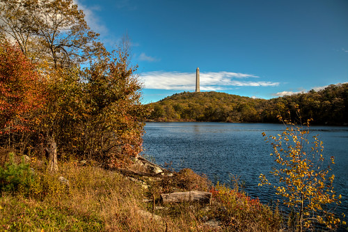 highpoint newjersey statepark statue autumn fall landscape water montague nj