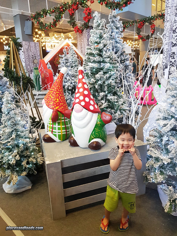 ipc christmas kid