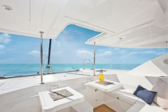 12-Leopard-48-catamaran-forward-cockpit-638x425