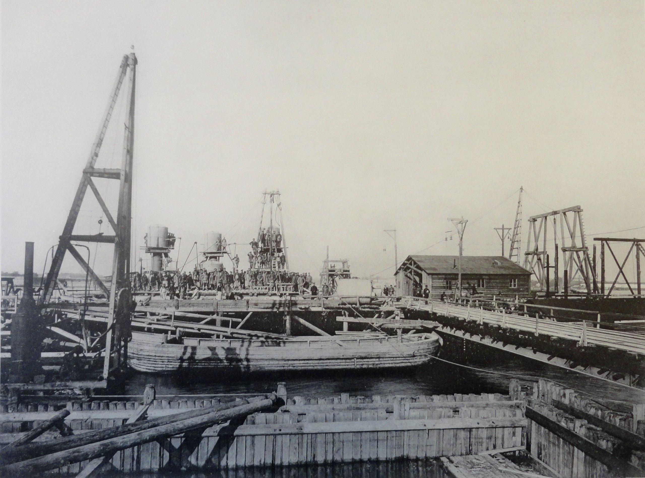 1900. Бык №1 и левый береговой устой. Лето