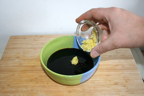 17 - Geriebenen Ingwer dazu geben / Add grated ginger