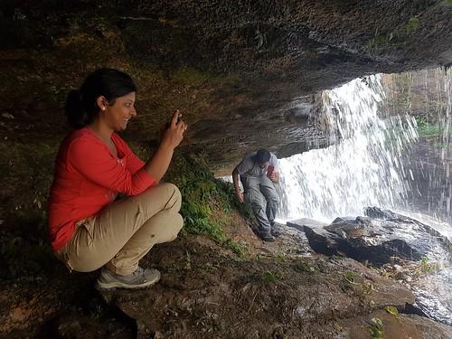 mawlynnong-hike-urkyrming-cave