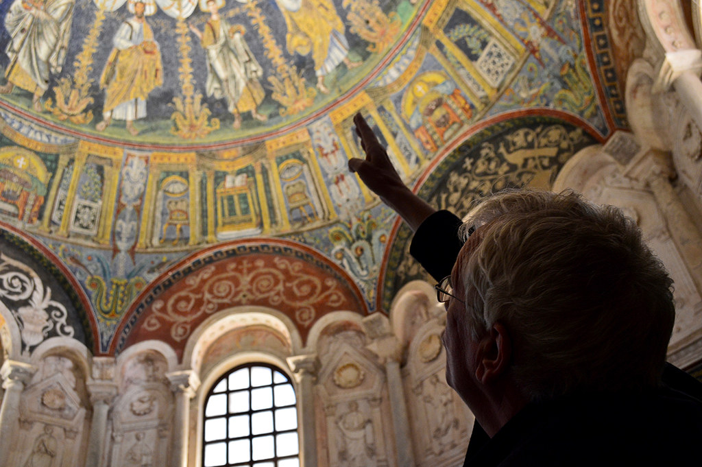 Jan Gadeyne points out details in the dome of the Mausoleum of Galla Placidia during a Cornell in Rome field trip.   photo / Alp Demiroglu (B.Arch. '21)