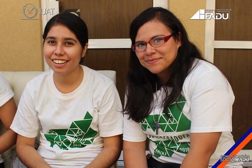 Alumnos de la FADU Celebran la culminación de estudios profesionales.
