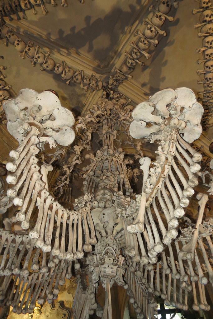 Канделябр из костей.