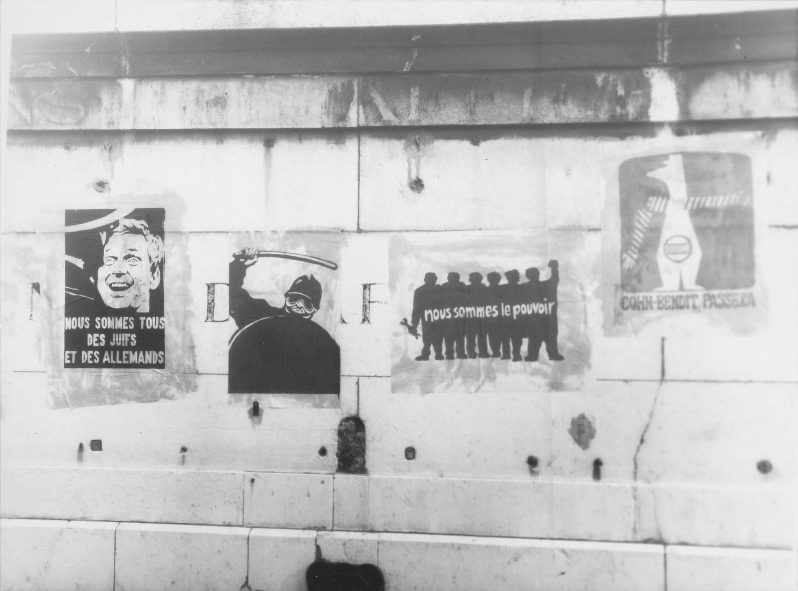 Плакаты «Мы все евреи и немцы», «Мы сила», «Кон-Бендит пройдет»