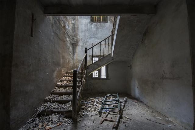 Toujojurs une certaine apréhension à gravir ces escaliers et découvrir ce qui va s'offrir à ma vue!...