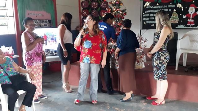 Idosos da Vila Vida participam de confraternização de Natal