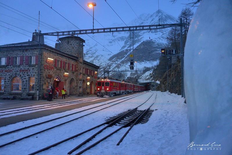 Gare de l'Alp Grüm, Bernina Express, par  Bernard Grua - Rhätische Bahn, Chemins de fer rhétiques