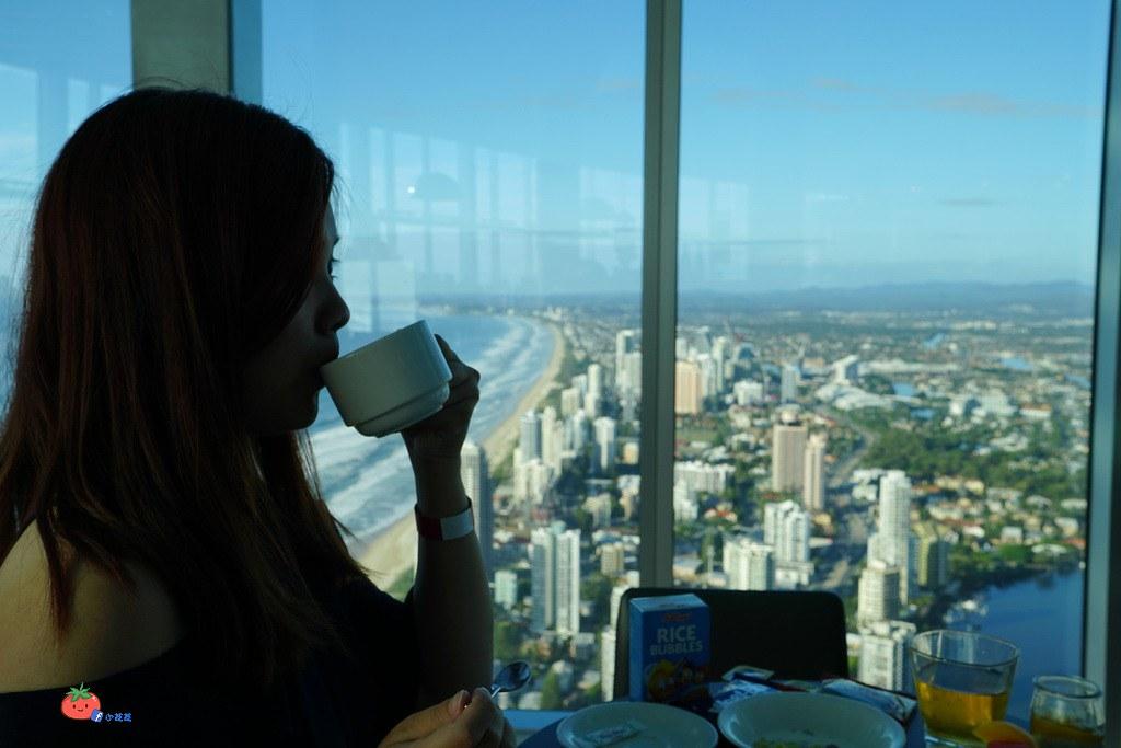 【黃金海岸】最高建築Q1 SKYPOINT觀景台吃BUFFET早餐 高空眺望綿延的沙灘