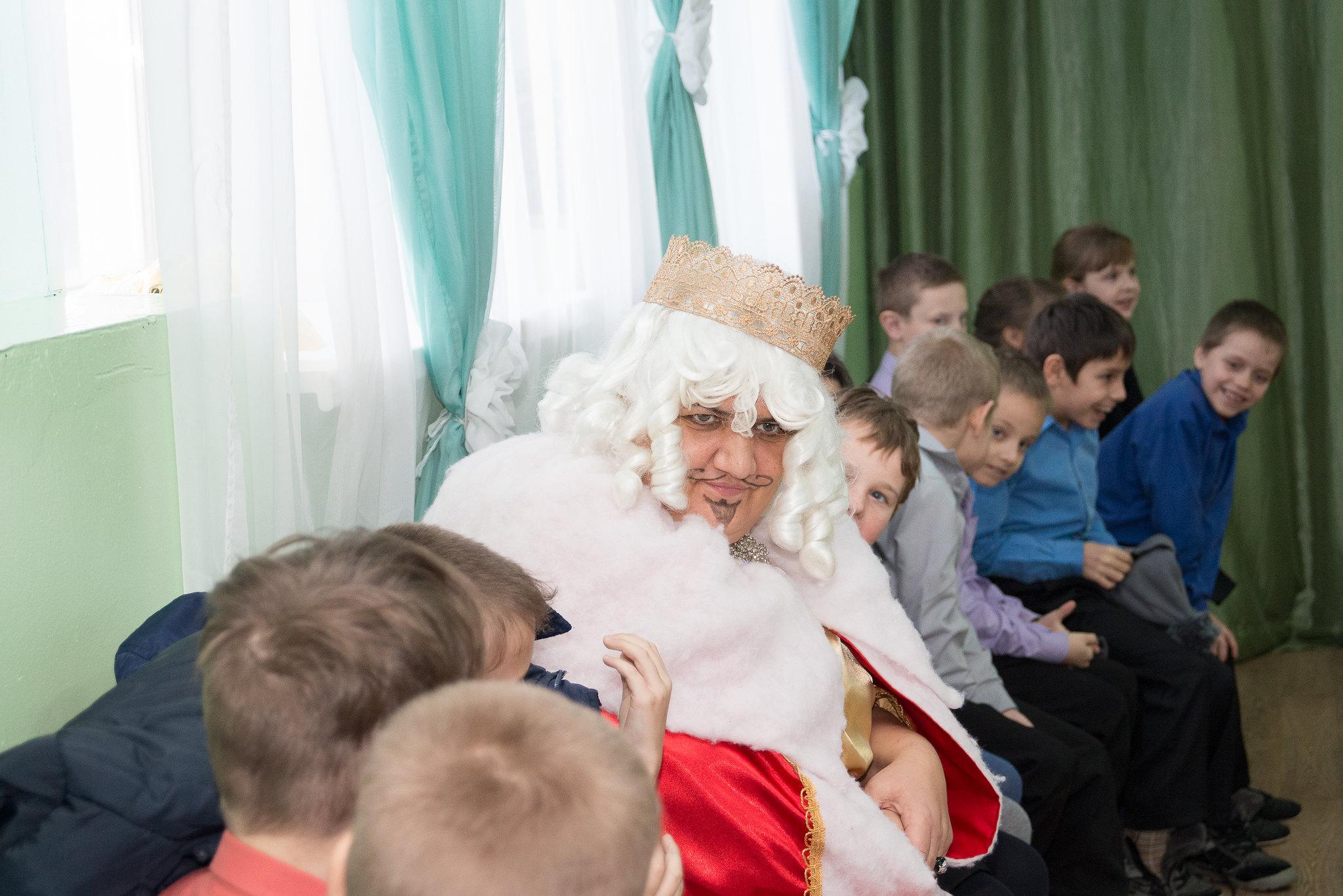 Сотрудники музея–заповедника «Тарханы» с новогодней сказкой в Головинщенской школе-интернате в Каменском районе Пензенской области