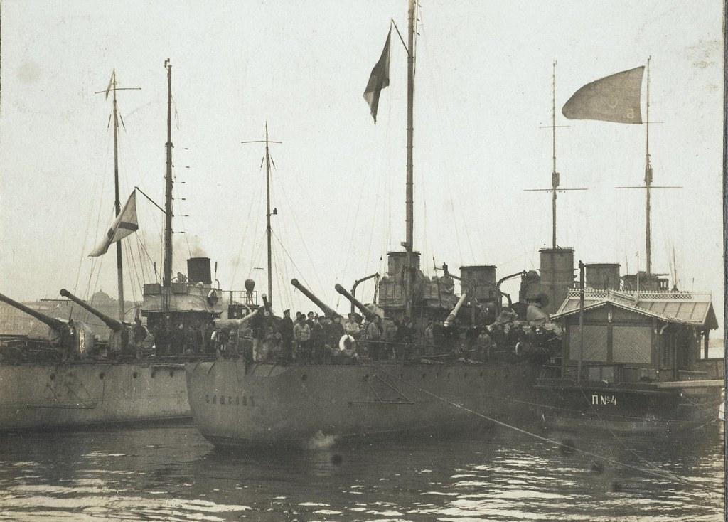 Суда Балтийского флота, прибывшие в Петроград и принимавшие участие в боях. 26 октября