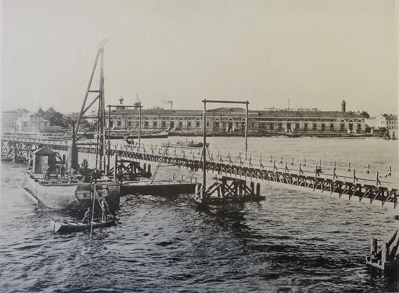 1899. Временный мост для подачи материалов.