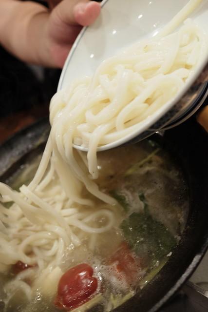 大山鶏 骨付生鶏 麻辣水炊き鍋 〆のうどん