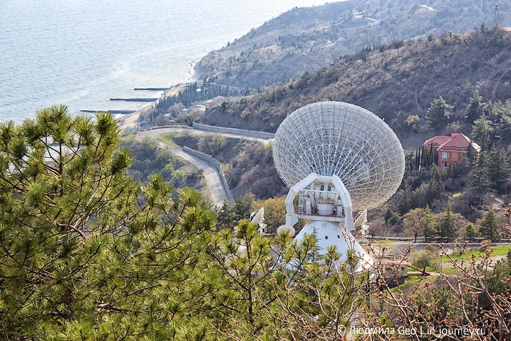 радиотелескоп в Крыму на побережье