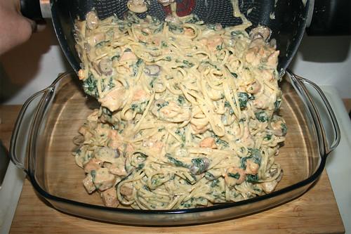 58 - Nudeln in Auflaufform geben / Put noodles in casserole
