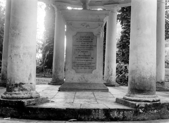 The memorial to Olivia Mariamne Raffles, Raffles' first wife, erected by him along the Kanarielaan in the National Botanical Gardens (now the Bogor Botanical Gardens). Raffles re-landscaped these gardens, which were established in 1744 in Buitenzorg (now Bogor), West Java.