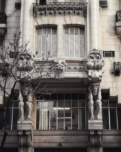 Edificio de los Atlantes, Balvanera.