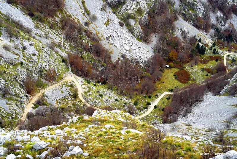 Долина под перевалом Вратло