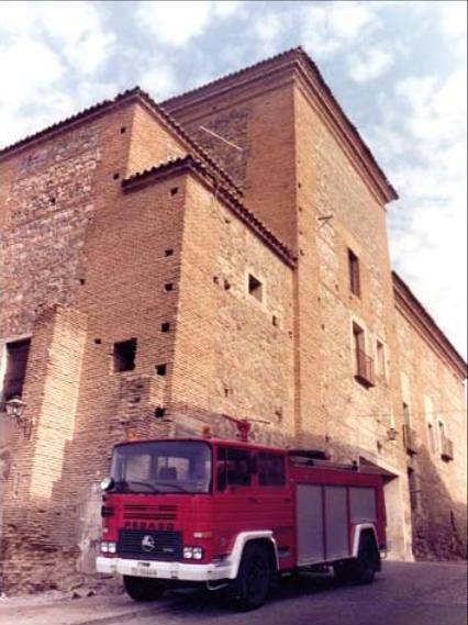 Convento de San Gil en su etapa como Parque de Bomberos. Archivo Cortes de Castilla-La Mancha