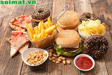 Người bị sỏi mật nên tránh ăn đồ ăn chiên rán, đồ chế biến sẵn