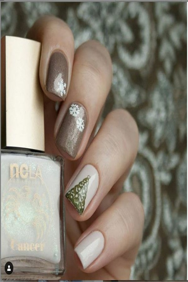 Top 33 Majestic Winter Nail Art Designs #Christmas_nails #holiday_nails #nail_art_designs #winter_nails #holiday_nails