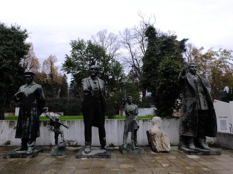 Ленин, два Сталина и Буш - младший в Албании