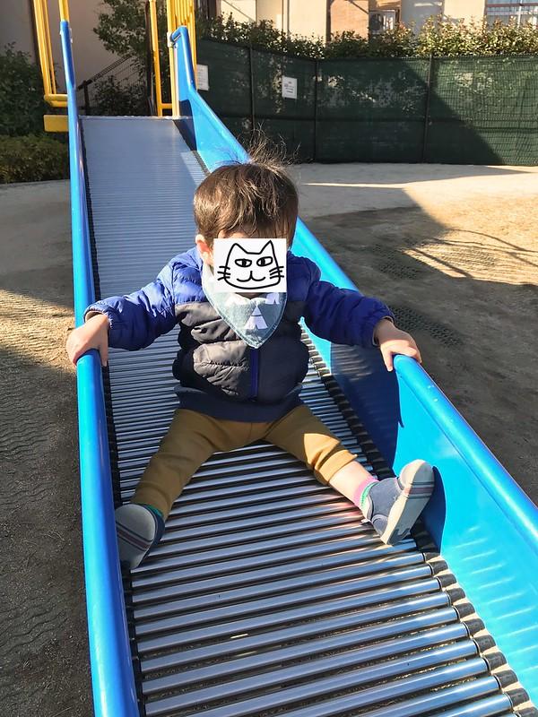 滑り台が好きな1歳3ヶ月児