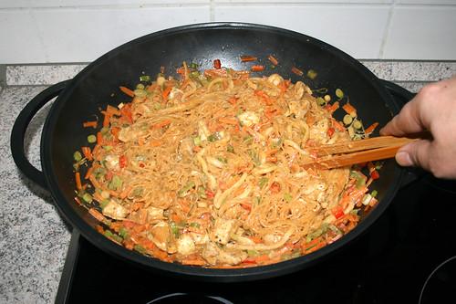 37 - Vermischen & Hähnchen heiß werden lassen / Mix & let chicken get hot again
