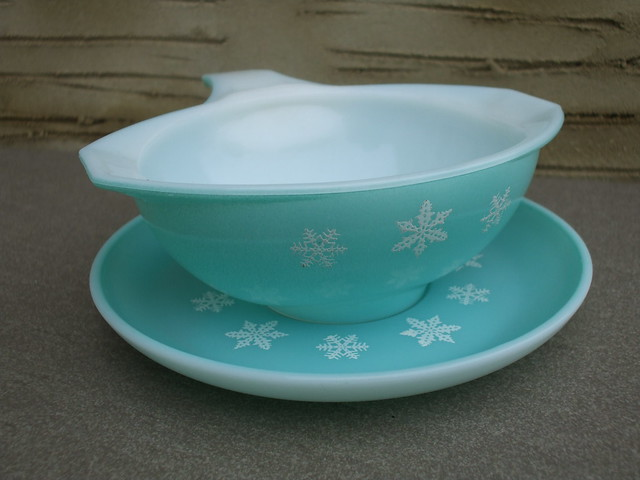 Vintage 1950's JAJ Pyrex Light Blue Snowflake Sauce / Gravy Boat & Stand Charity / Thrift Shop Find