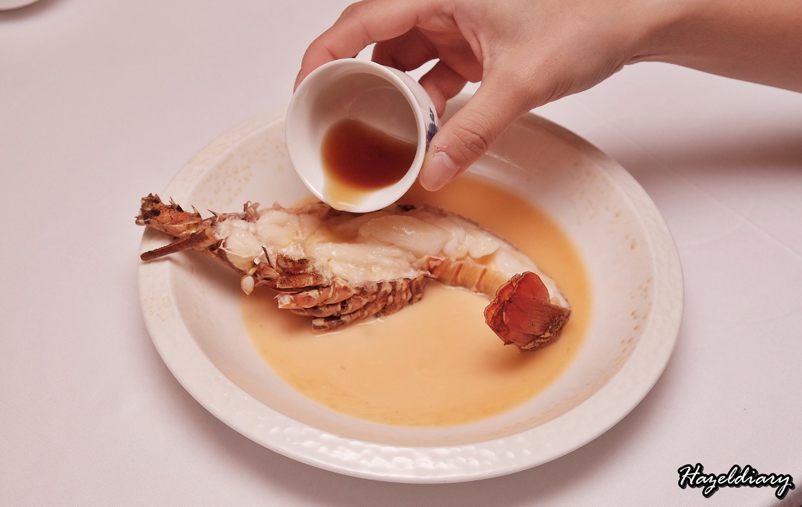 Yan Cantonese Cuisine-Steamed Lobster with Nu Er Hong Wine
