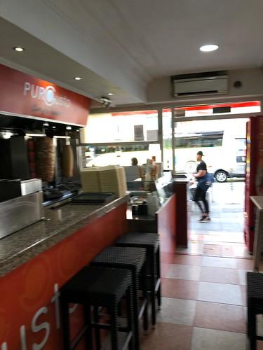 Local comercial completamente equipado y funcionando, con terraza. Situado en pleno centro. Solicite más información a su inmobiliaria de confianza en Benidorm  www.inmobiliariabenidorm.com