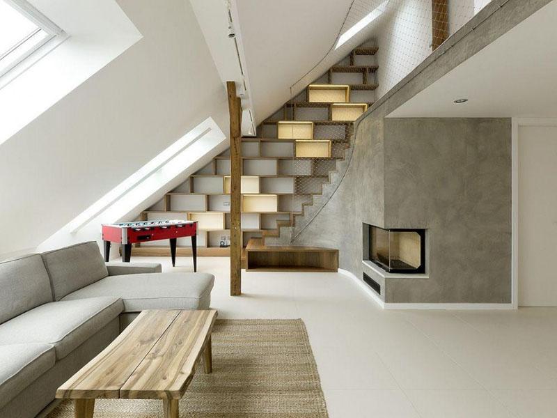 tangga dengan rak buku