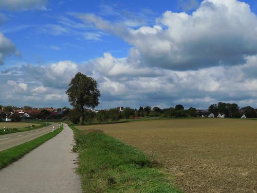 20171006 09 393 ostbay Wolken Weg Straße Ortschaft Feld Baum