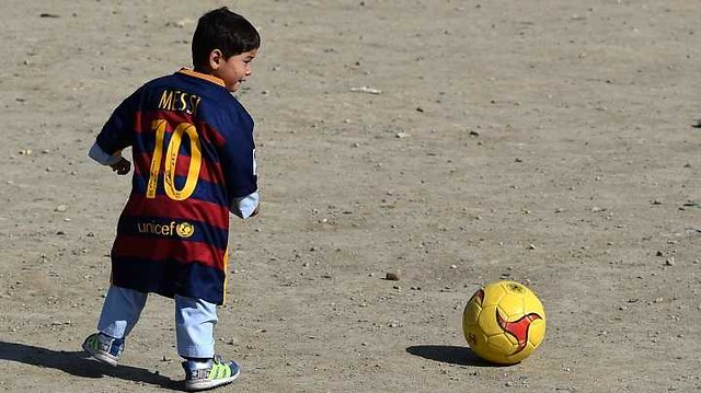 4836 7 years old Afghani fan of Messi threatened by Taliban 03