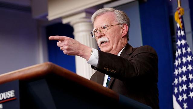Assessor da Casa Branca revela que objetivo dos EUA é produzir petróleo na Venezuela