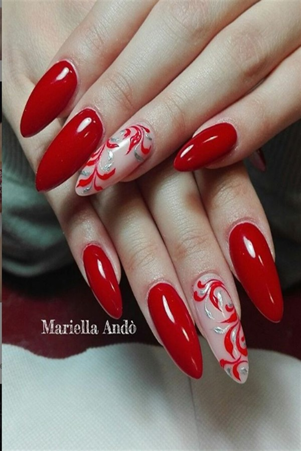 30+ Festive Red Nail Art Ideas For Christmas #Christmas_nails #Christmas_nail_art #holiday_nails #nail_art_designs #winter_nails