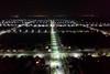Billed im Licht der Strassenbeleuchtung um 4 Uhr morgens vor dem Neugässer Friedhof aus aufgenommen