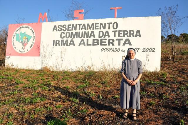 Irmã Alberta no acampamento dos Movimento dos Trabalhadores Rurais Sem Terra (MST) em São Paulo que homenageia sua luta - Créditos: Divulgação | 100Nonni