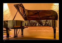 Steinway reflections - Photo of Thevet-Saint-Julien