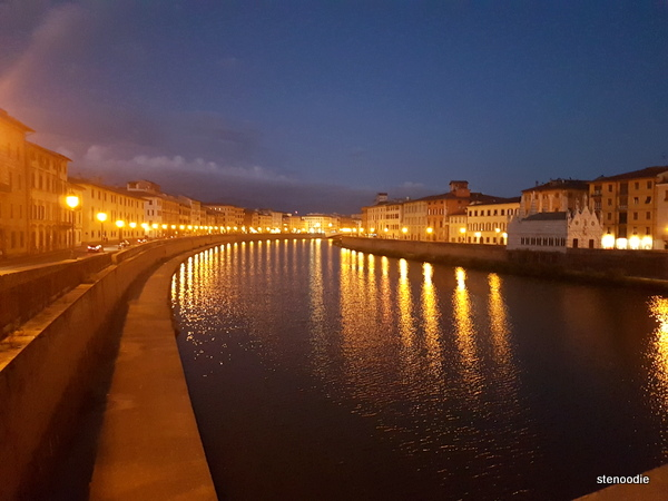 Ponte di Mezzo bridge at night