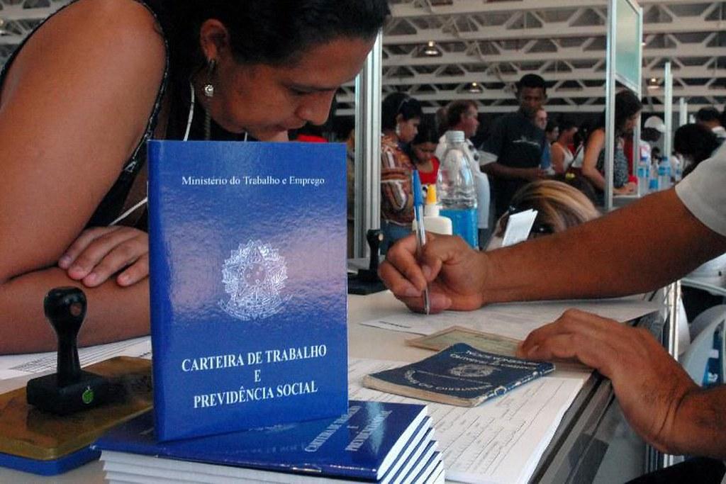 Pará é líder nacional de empregados por conta própria, aponta IBGE, Desemprego. Carteira de trabalho