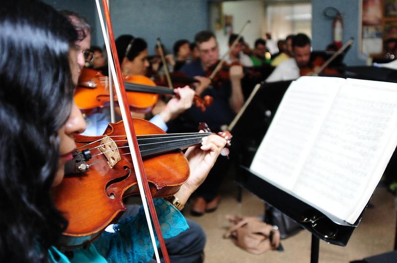 Orquestra Sinfônica do Teatro Nacional emociona pacientes no Hran